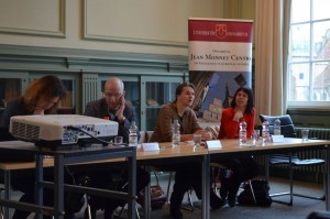 Frau Prof. Dr. Lenschow eröffnet das Symposium. V.l.n.r.: Dr. Kirchner, Dr. Baudner, Prof. Lenschow, Prof. MacMillan